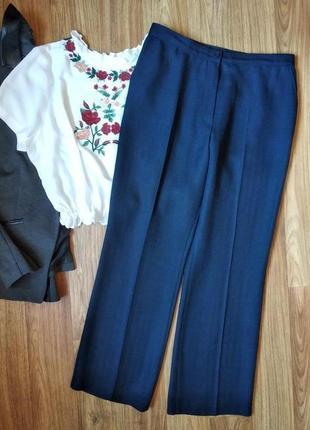 Шикарные ровные брюки со стрелкой с фактурной ткани, размер 16