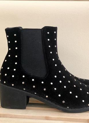 Чёрные ботинки-казаки