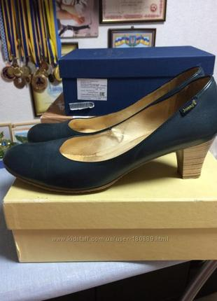 Фирменные ,кожаные туфли большого размера