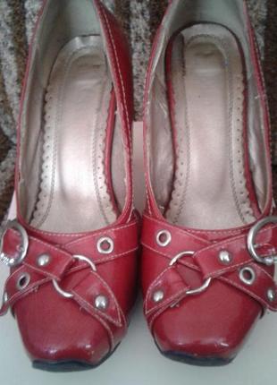 Красивенькие и удобные туфельки