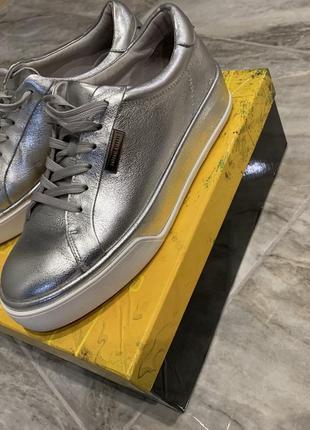 Кроссовки серебро , серые . antonio biaggi осенние