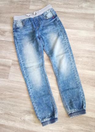 Актуальные джинсы с резинками на парня 12 13 лет/158