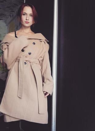 Пальто цвета кэмэл