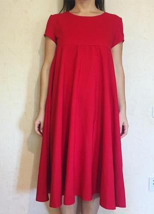 Красивое красное платье