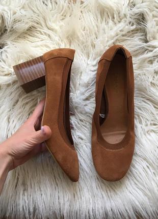 Новые натур. замшевые туфли на толстом удобном каблуке