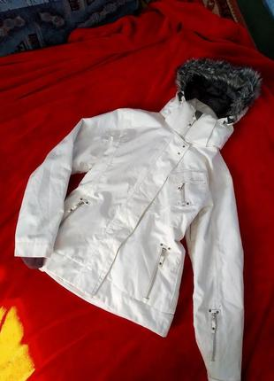 Белая лыжная зимнчя курточка surfanic