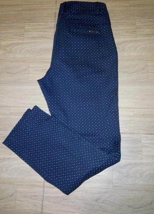 Стильные брюки принт
