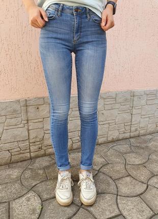 Голубые джинсы скинни colin's