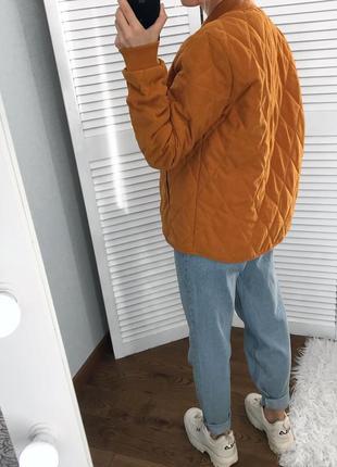 Стьогана осіння курточка-бомбер