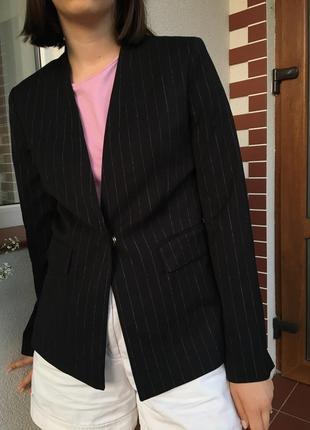 Чорний піджак на один ґудзик в білу полоску новий hm