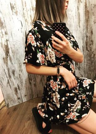 Атласное мини, платье в цветочный принт, рукав клёш