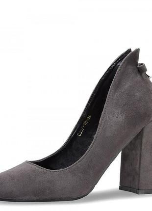 Женские туфли на каблуке bow. серые.