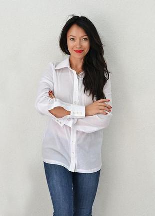 Рубашка прямая с выточками, длинным рукавом, белая