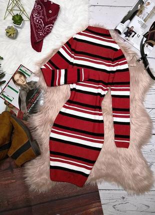 Идеальное тёплое вязаное платье красного цвета в черно-белую полоску