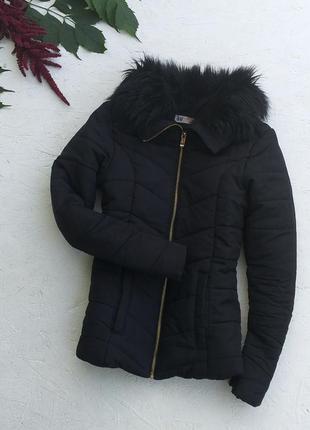 Стильная чёрная куртка с меховым воротником на молнии от h&m