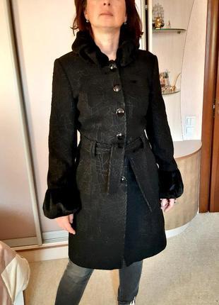 Демисезонное пальто с меховой отделкой под нерпу lasagrada