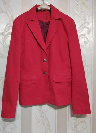 Красивый качественный котоновый классический пиджак .