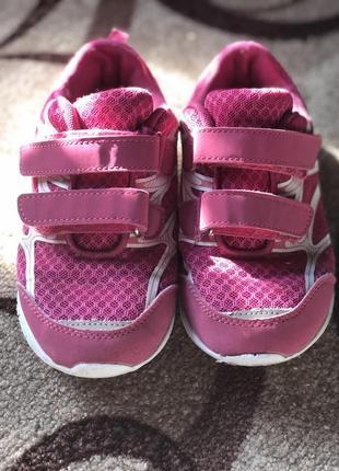 Детские спортивные кроссовки