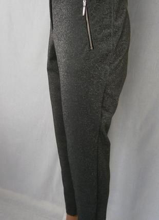 Нарядные серебристые брюки батал