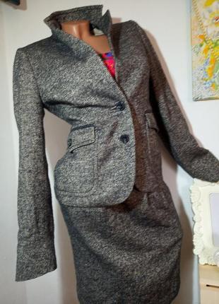 Фирменный  качественный шерстяной костюм