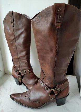 Стильные женские кожаные сапоги в стиле казаков фирмы tamaris