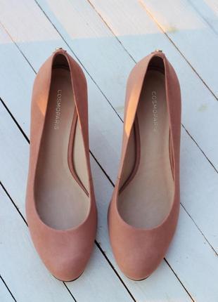 Туфли пудрового цвета из натурального нубука.