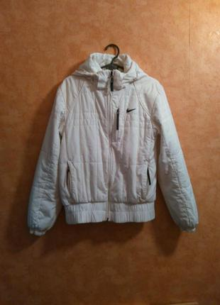 Спортивная белая куртка nike