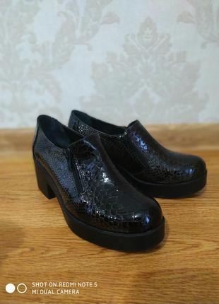 Фирменные туфли . новые. италия.