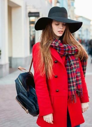 Брендовое демисезонное пальто с карманами internacionale