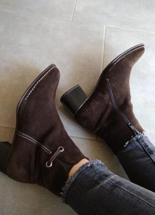 Актуальные замшевые ботинки сапожки от gabor