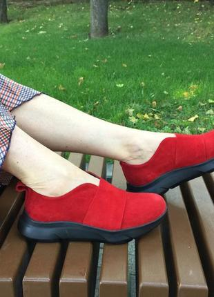 Стильные кроссовки без шнуровки натуральный замш