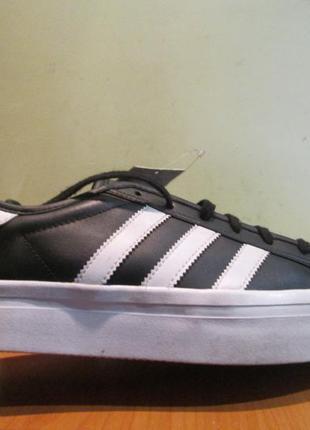 Кроссовки adidas р.40.оригинал.сток