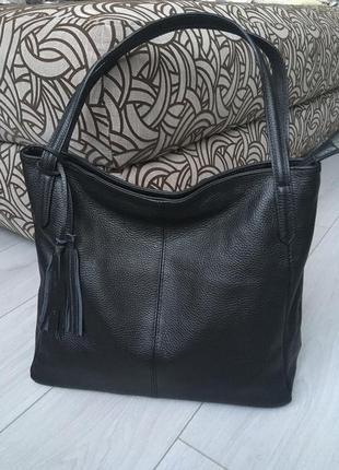 Большая и очень вместительная кожаная сумка
