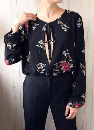 Шикарный чёрный боди в цветы с рукавами
