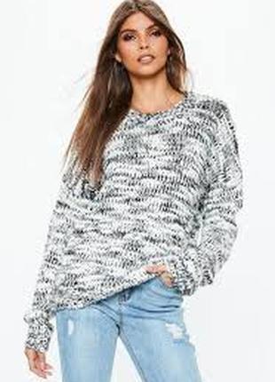 Теплыей оверсайз свитер с черно белых нитей