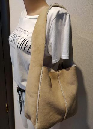 Стильная брэндовая сумка зимний вариант под дублёнку