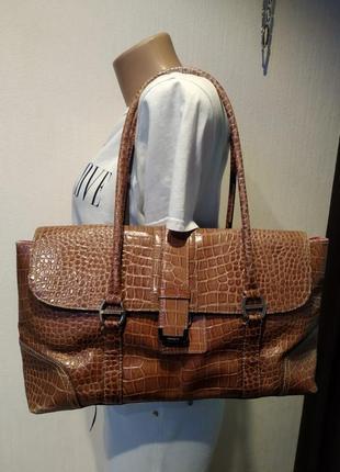 Отличная вместительная сумка под крокодиловую кожу лакированная