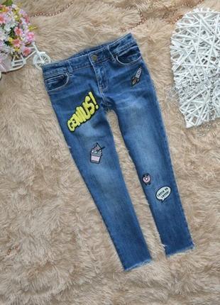 8-9 лет джинсы скинни с нашивками укороченные gap