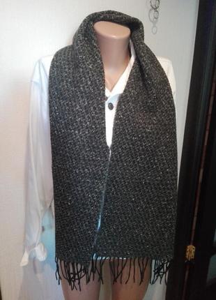 Отличный модный теплый шарф базового цвета и зернистой фактуры