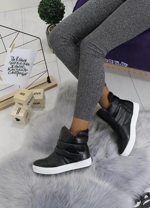 Новые шикарные женские черные осенние ботинки сникерсы