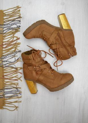 Коричневые ботинки с золотистым каблуком осень/весна