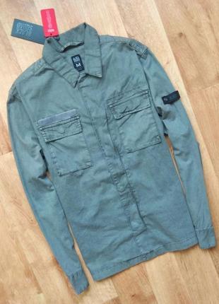 Новая с бирками мужская рубашка серого цвета, m размер , с двумя нагрудными карманами.