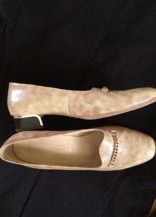 Шикарні туфлі на зручному каблуку
