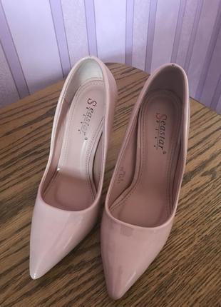 Світло рожеві туфлі