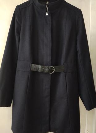 Шикарное шерстяное пальто (70 %шерсть) naf - naf