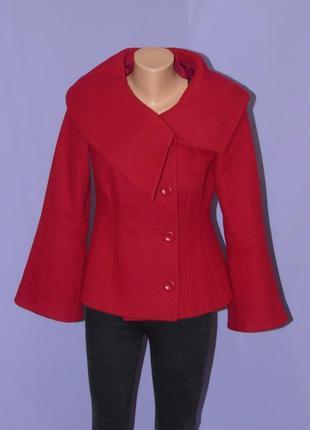 Красное пальто с расклешенными рукавами/62% шерсть