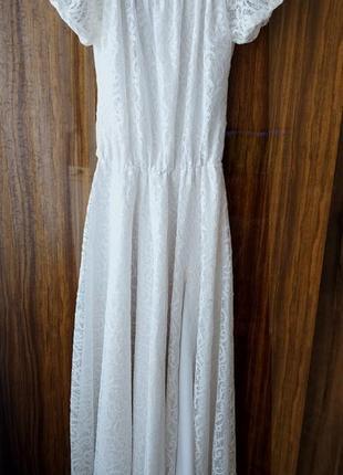 Платье кружевное белое с разрезом