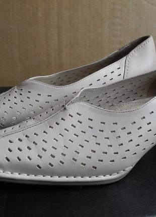 Туфли-лодочки «medicus»  р.38 (5) белые  стелька 25 см средний каблук