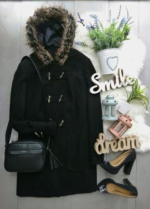 Стильное пальто дафл с искусственным мехом