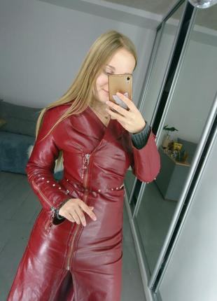 Невероятный кожаный красный плащ
